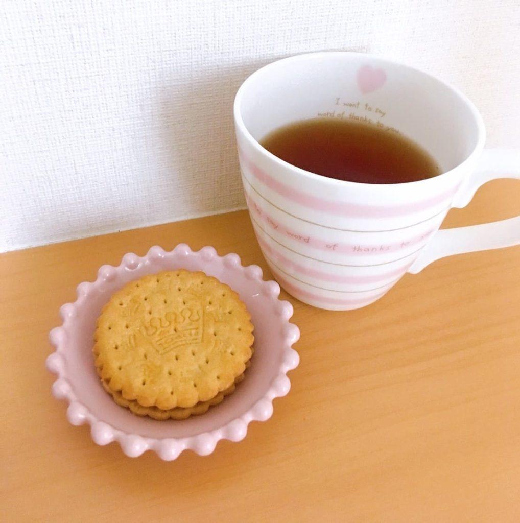 サンドビスケットと紅茶